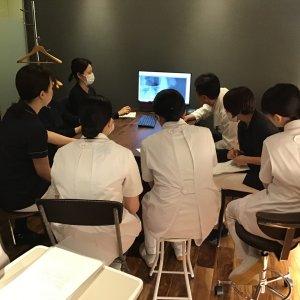 Study meeting臨床実習に来ている歯科衛生士学校の学生さんも一緒に週に一回の勉強会です。